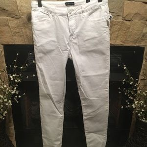 White stretchy skinny jeans—Get now—great deal